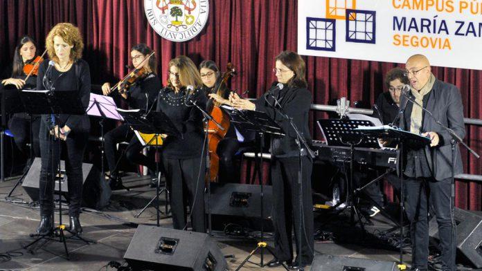 El ágora del campus María Zambrano registró un lleno absoluto gracias al concierto del grupo segoviano Audite.