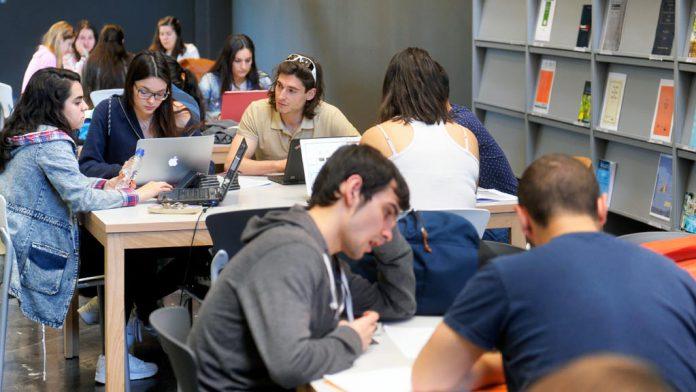 09-1kama_UVA-Estudiantes-Biblioteca_KAM1064