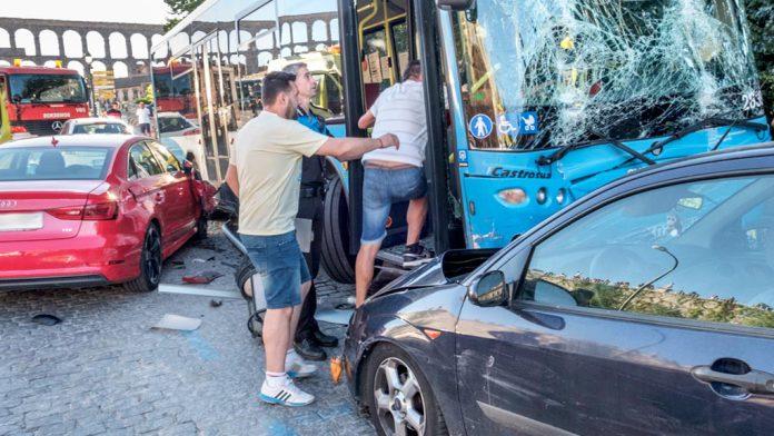 11-1kama_Via-Roma-Suceso-Accidente-Atropello-Autobus-Urbano_KAM6802