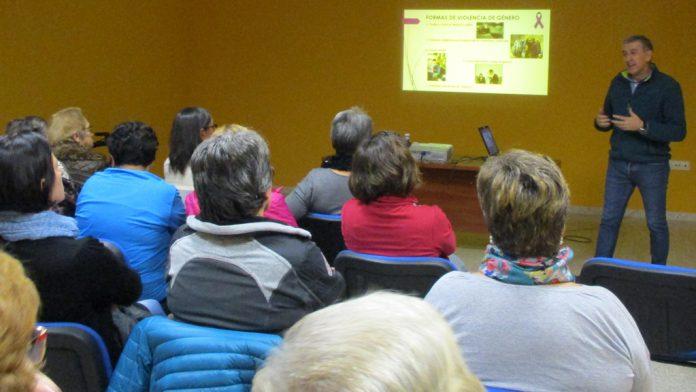 Carlos Enrique Rodríguez ofreció la charla sobre violencia de género.