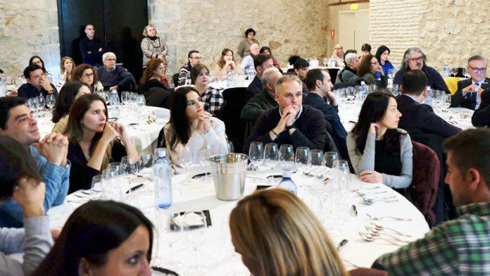 Asistentes a la cena que el sábado acogió el Museo Esteban Vicente de Segovia. / diego gómez
