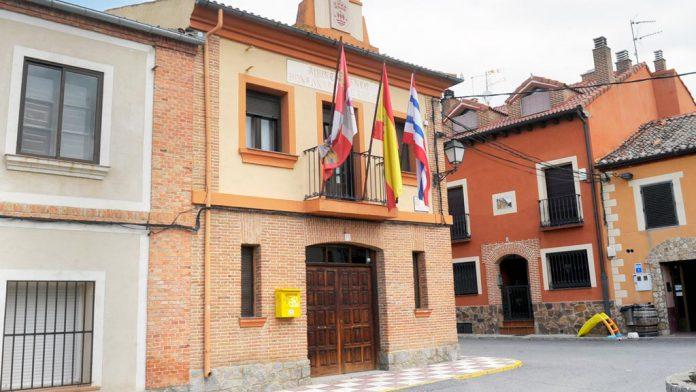 Fachada del Ayuntamiento de Hontanares de Eresma. / kamarero