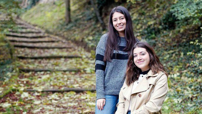 Martina y Catharina estudian Comunicación y Medios Digitales en IE. / Roberto Arribas.