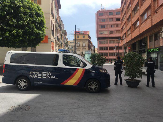 La mujer arrestada contaba con antecedentes policiales y tras la detención pasó a disposición judicial.