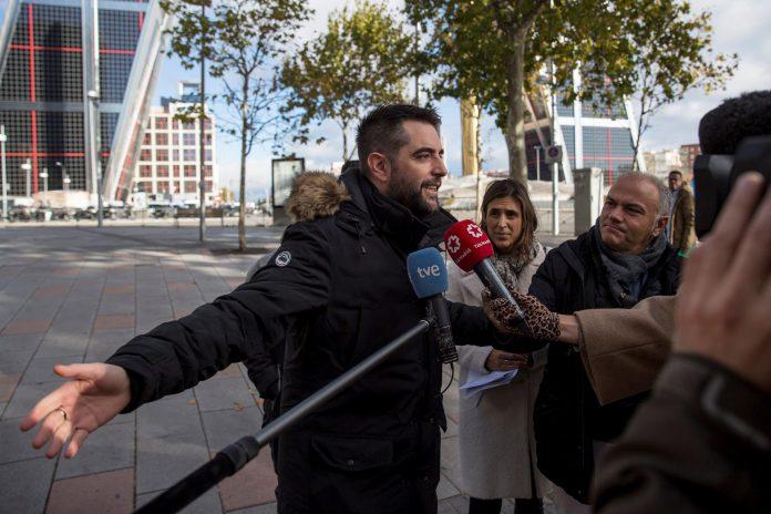 El cómico atiende a la prensa a la salida de los juzgados de Plaza de Castilla.