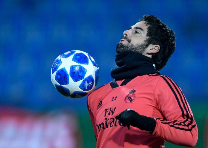Isco controla el balón durante el calentamiento del partido ante el Viktoria Plzen, donde jugó 19 minutos.