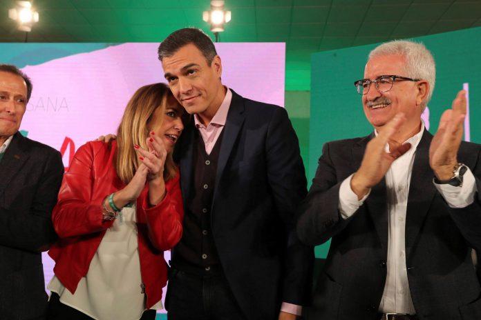 El presidente del Gobierno, Pedro Sánchez, junto a Susana Díaz.