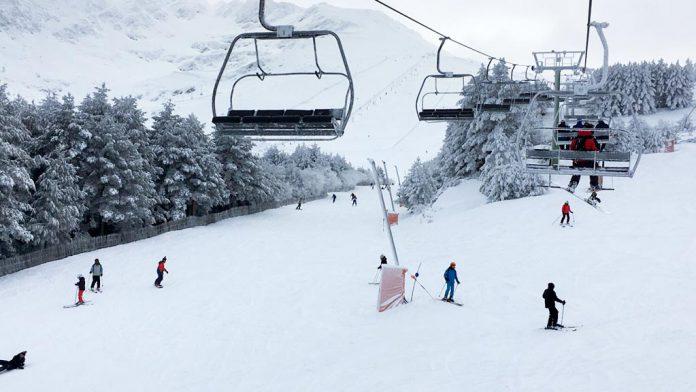 Pronto se llenarán de esquiadores las pistas de La Pinilla, como en esta imagen del año pasado. / el adelantado