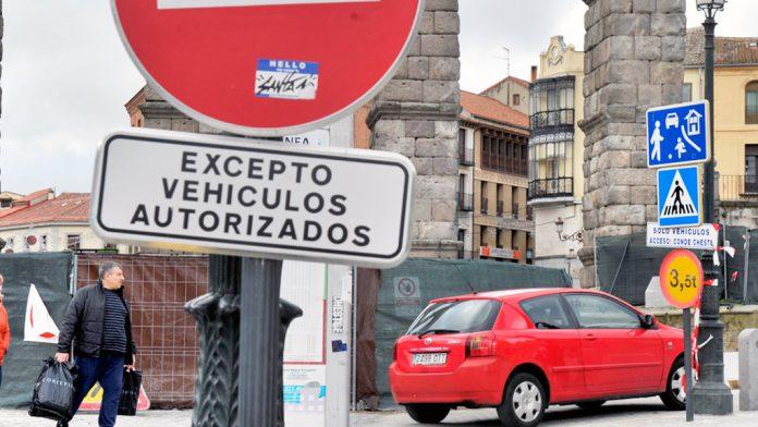 Señal de prohibido el paso salvo autorizados