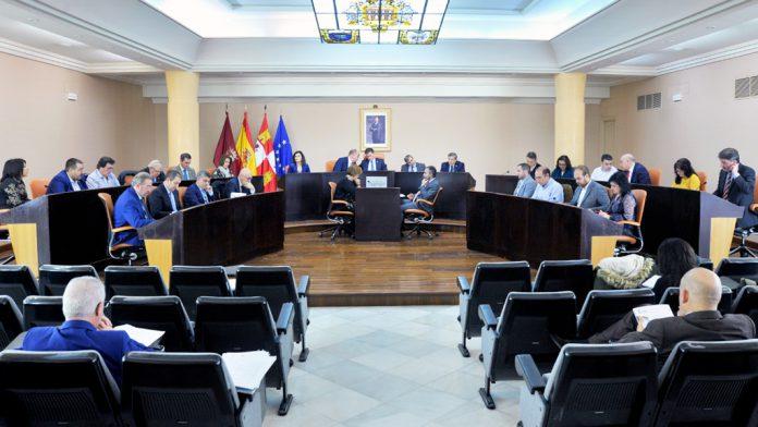 La corporación provincial celebró ayer el último pleno del año 2018. / kamarero