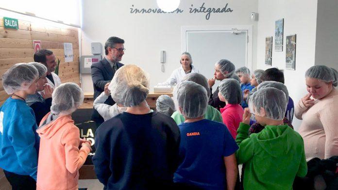 Un momento de la visita de los alumnos de Valsaín al centro de innovación. / el adelantado