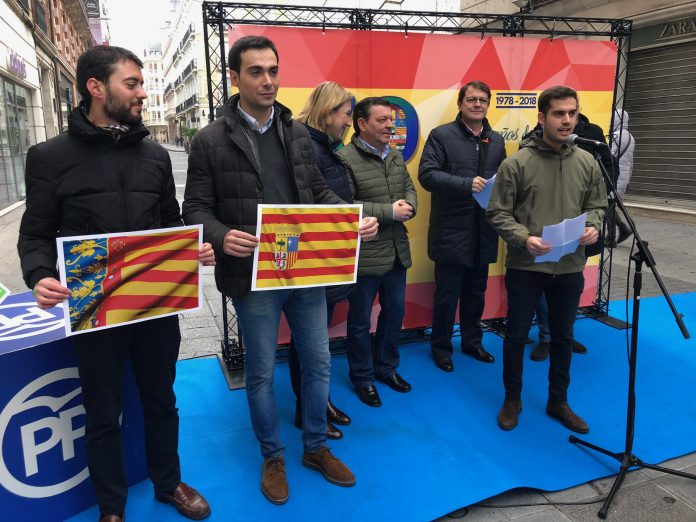 Alfonso Fernández Mañueco (al fondo), durante el acto de ayer de Nuevas Generaciones en Valladolid.