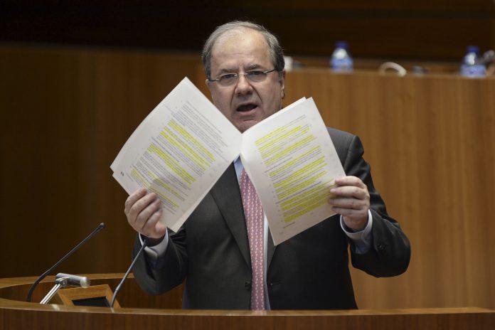 El presidente de la Junta de Castilla y León, Juan Vicente Herrera, en un Pleno anterior.