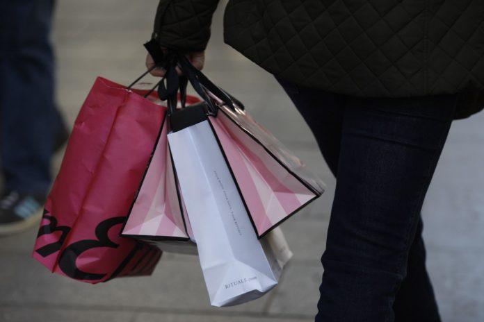 Un 83% de los encuestados asegura que realizarán sus compras navideñas en tienda física.