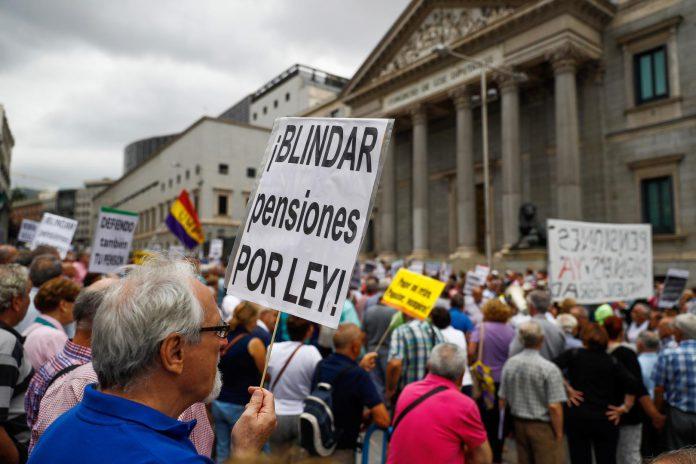 Una manifestación reciente de pensionistas ante las puertas del Congreso de los Diputados.