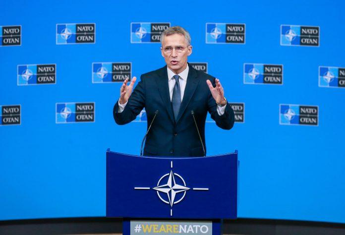 El secretario general de la OTAN, Jens Stoltenberg da una rueda de prensa en Bruselas en la víspera de la reunión.