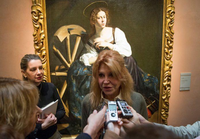 La baronesa Thyssen, Carmen Cervera, atiende a los medios.