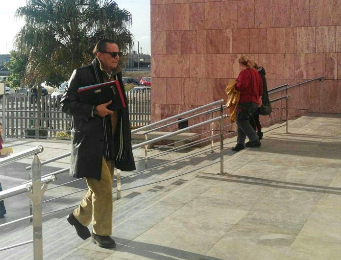 El exalcalde marbellí Julian Muñoz acude al juicio por contrataciones irregulares.