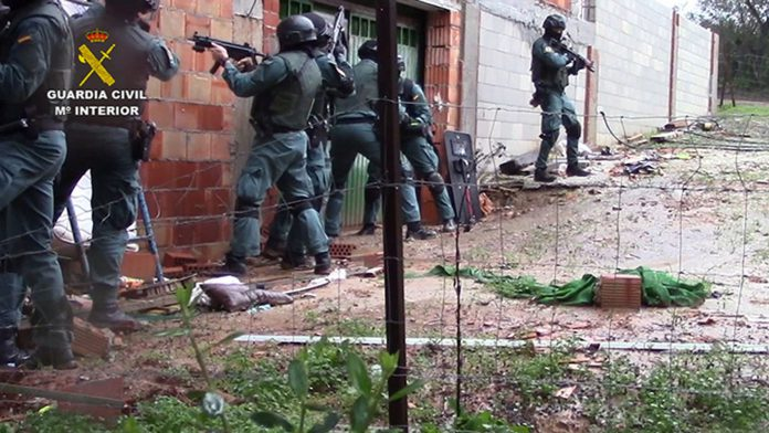 Las ramas de la organización en España usaban obras en construcción y fincas para ocultar la droga.