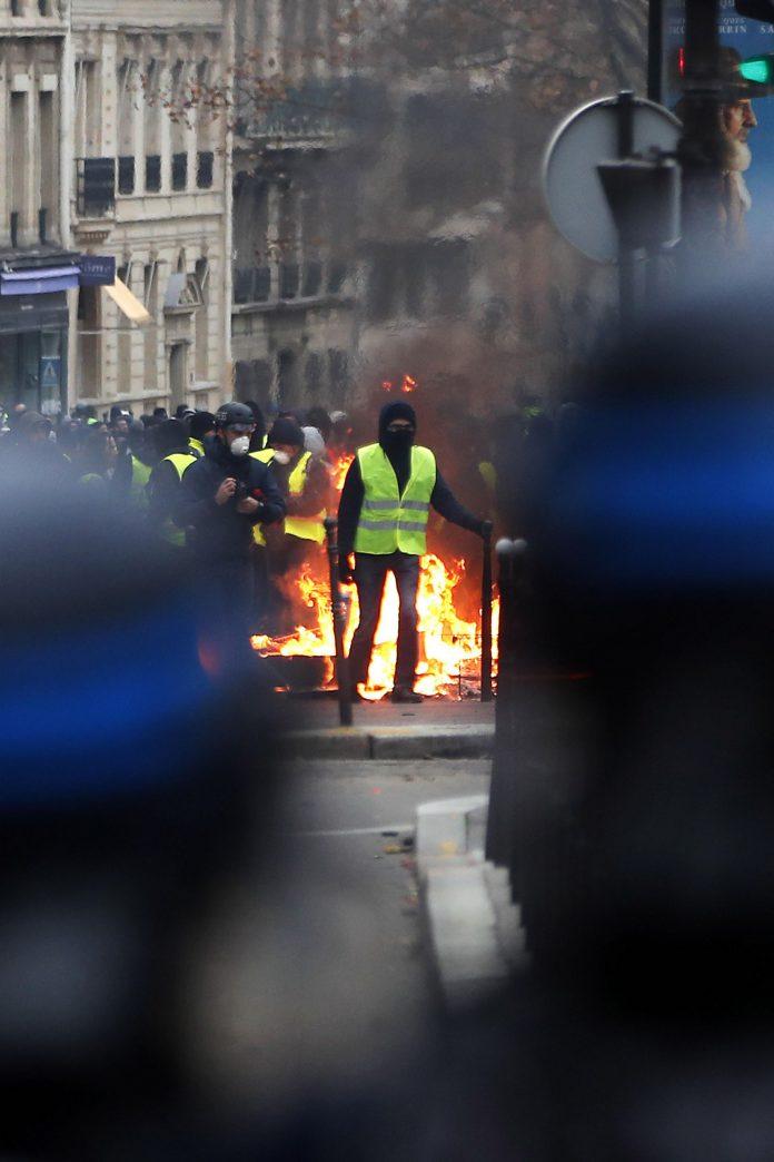 Yellow vests protest in Paris
