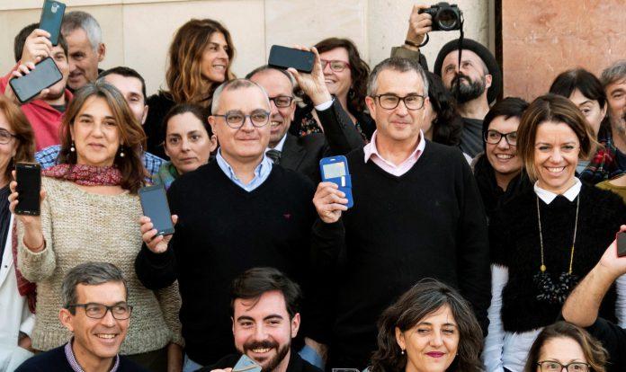 Los periodistas del 'Diario de Mallorca' se concentraron ayer a las puertas de la redacción.