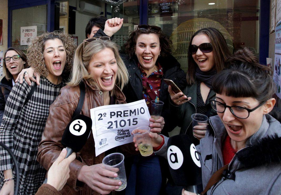 La administración de loterías de Pedreguer (Alicante) agraciada con parte del segundo premio del sorteo de Navidad ha repartido 8,75 millones de euros por ventanilla.