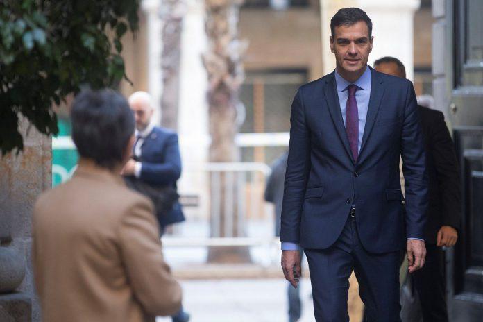 Pedro Sánchez a su llegada al último Consejo de Ministros en Barcelona.