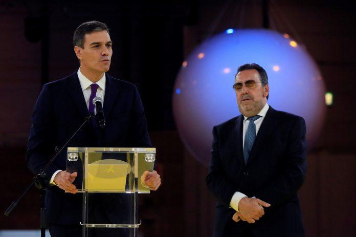 Pedro Sánchez junto al presidente de la ONCE, Miguel Carballeda, durante el acto por el 80 aniversario de la ONCE.