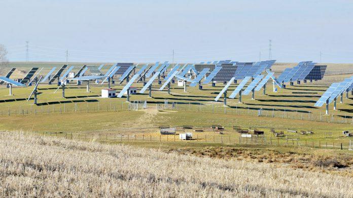 Valverde del Majano tiene algunos de los 'huertos' solares más grandes de la provincia. / kamarero