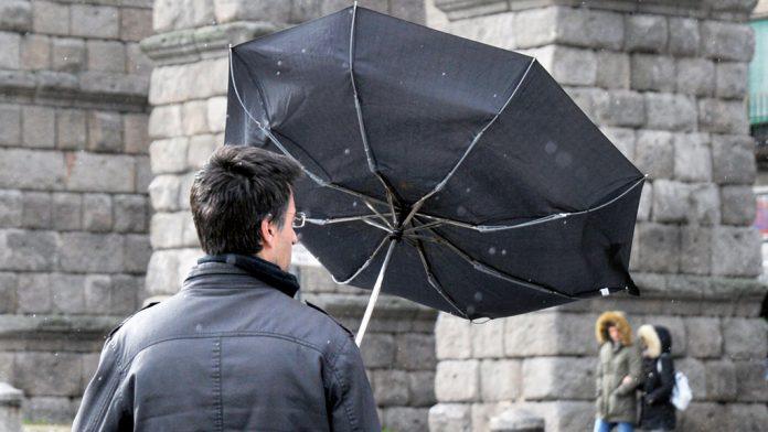 La probabilidad de fuertes rachas de viento hoy en Segovia se sitúa entre el 40 y el 70 por ciento.