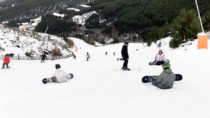Esquiadores en la estación de La Pinilla, en una temporada anterior. / el adelantado