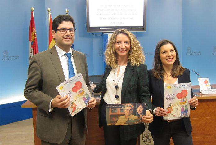 La consejera de Familia, Alicia García, con el director de EFCyL, Eduardo Estévez y la presidenta de ATA, Soraya Mayo.