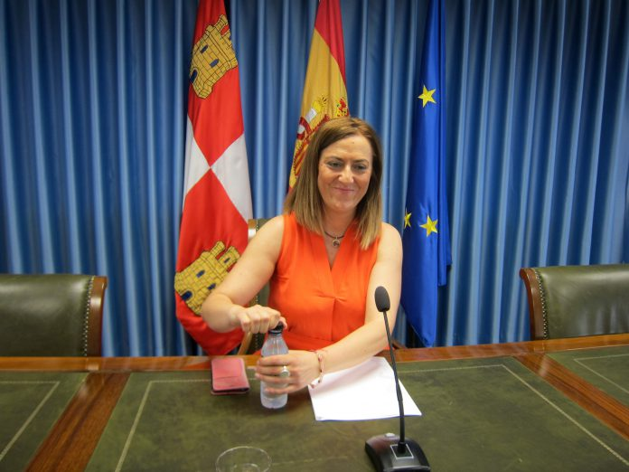 La delegada territorial del Gobierno en Castilla y León, Virginia Barcones, durante una rueda de prensa.
