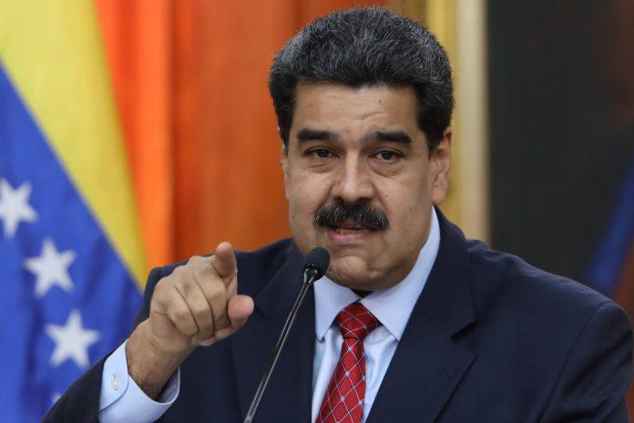 El jefe de Estado de Venezuela, Nicolás Maduro, atiende a los medios en el Palacio de Miraflores.