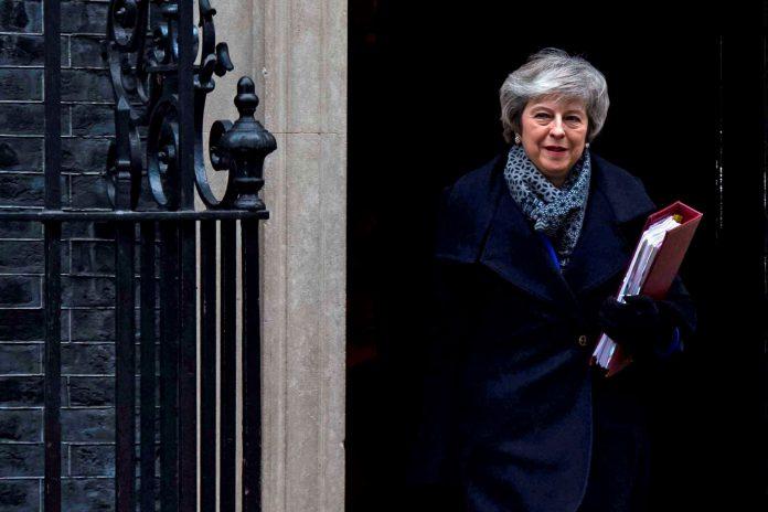 La 'premier' británica logró, entre otros, los apoyos de los diputados norirlandeses y escoceses.