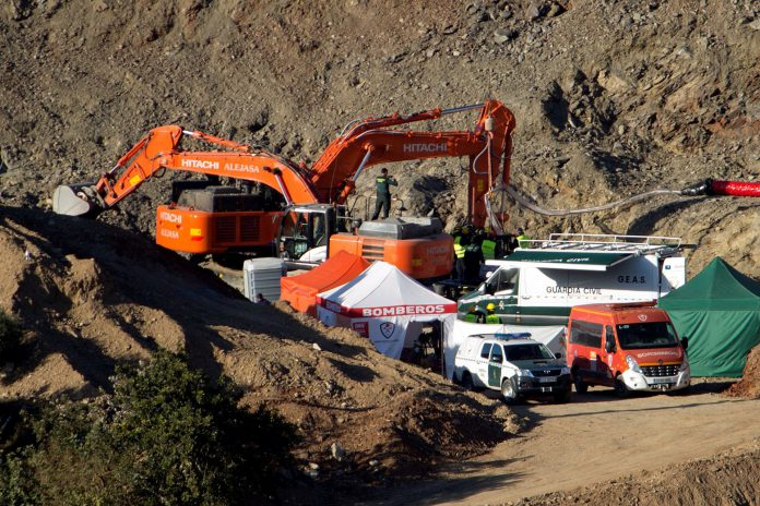 Momento en el que los mineros entran en la cápsula fabricada expresamente para las labores de rescate.