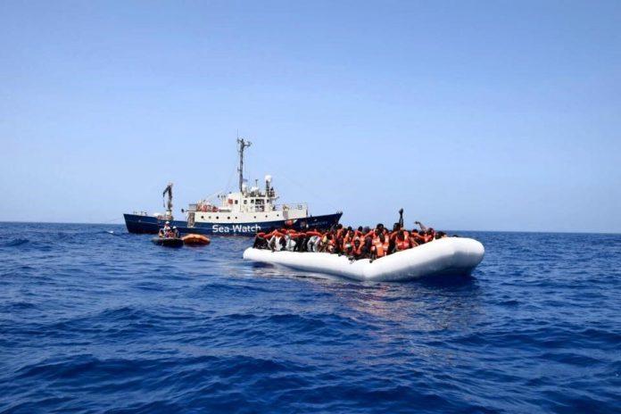 Los tres supervivientes dicen que había 120 personas a bordo cuando zarparon de Garabulli, en Libia, el jueves.