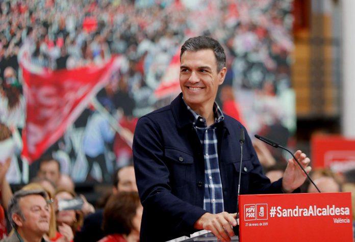 El presidente del Gobierno, Pedro Sánchez, durante su intervención en un mitin en Valencia.