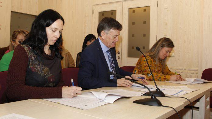 Firma de convenios de colaboración entre la Diputación y varias asociaciones sociales de la provincia.
