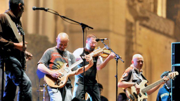El grupo vallisoletano Celtas Cortos, durante una actuación en Segovia. / kamarero