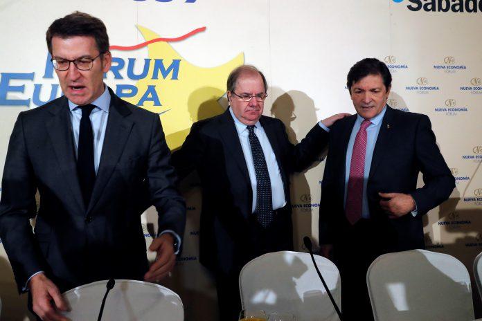 Los presidentes de Castilla y León, Juan Vicente Herrera (c); de Galicia, Alberto Núñez Feijóo (i) y de Asturias, Javier Fernández (d).