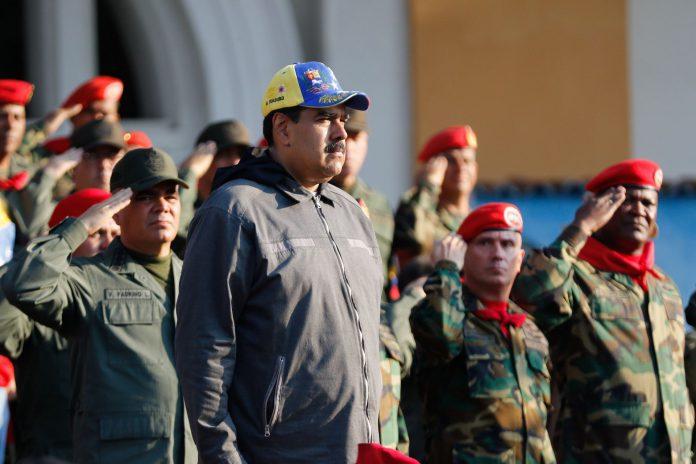 Imagen del presidente venezolano, Nicolás Maduro, durante un acto con militares ayer lunes en Maracay.