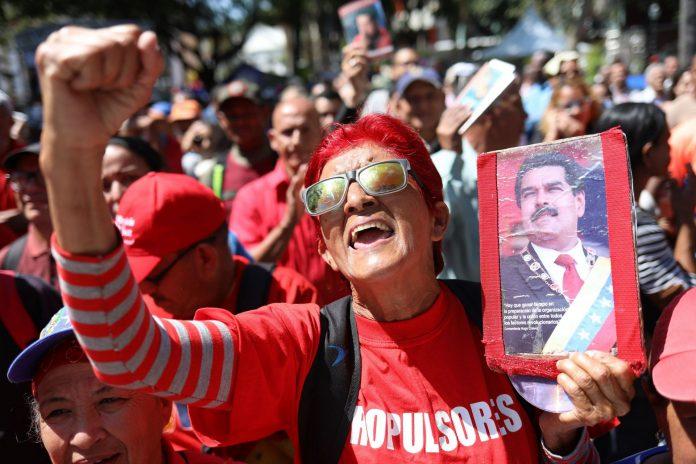 Simpatizantes del Chavismo participan en un acto oficialista ayer en Caracas.