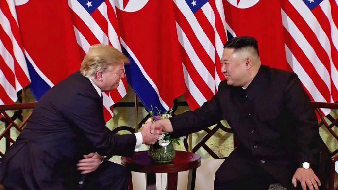 Captura de vídeo de los dos mandatarios al inicio de la segunda cumbre entre EEUU y Corea del Norte en Hanoi.