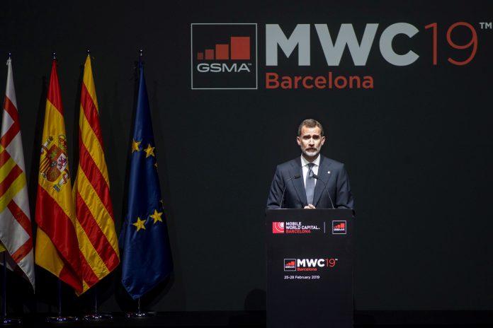 El rey Felipe VI interviene en la cena de inauguración del Mobile World Congress en Barcelona.