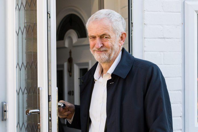 El líder del Partido Laborista británico, Jeremy Corbyn, en su residencia del norte de Londres.