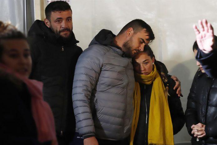 Los padres de Julen participan en una vigilia en Totalán tras el rescate del pequeño de dos años.