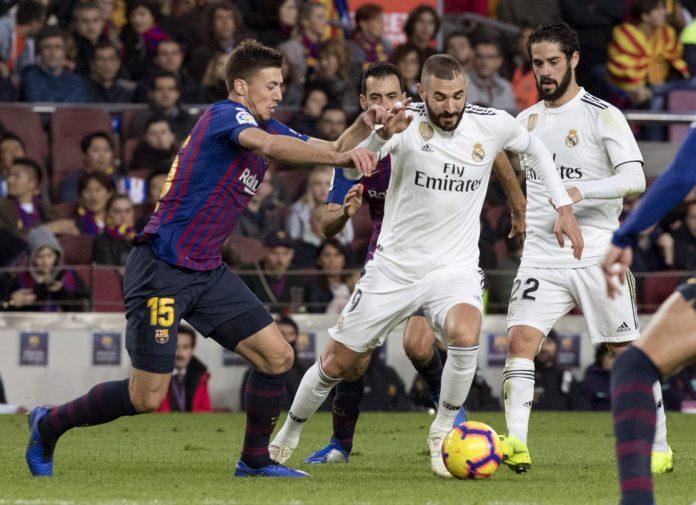 Lenglet intenta frenar a Benzema, que atraviesa una buena racha de juego, en el último Clásico liguero.