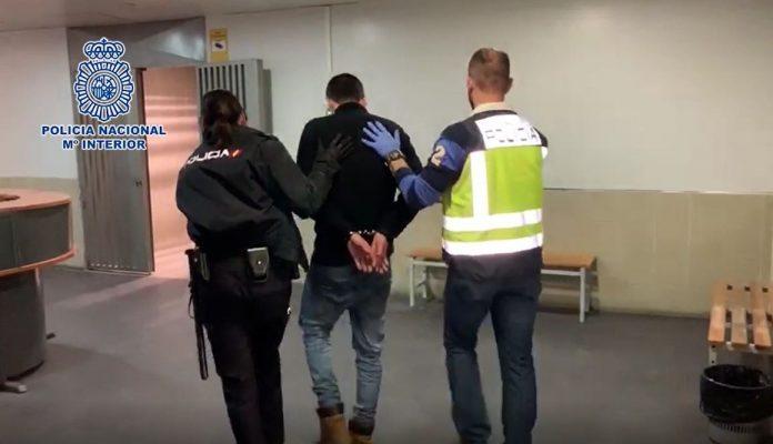 La Policía Nacional detiene al hombre de 42 años acusado de descuartizar a su novia en Alcalá de Henares.