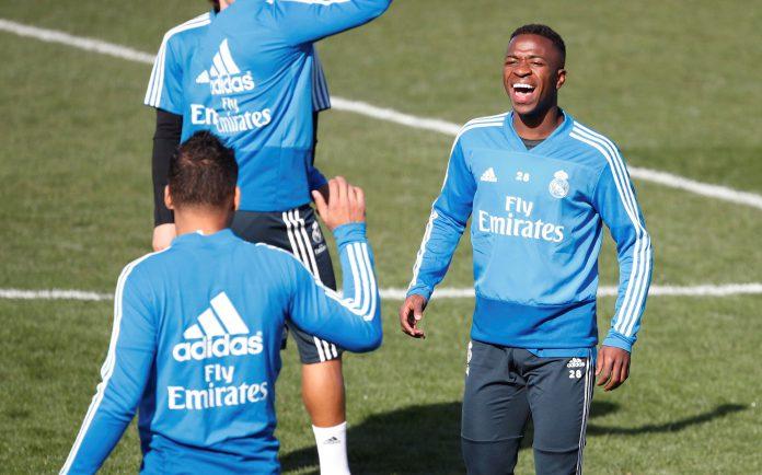 Vinicius, suplente ante el Girona, volverá al once en el Ciudad de Levante para tratar de mantener las opciones del Real Madrid en la Liga Santander.